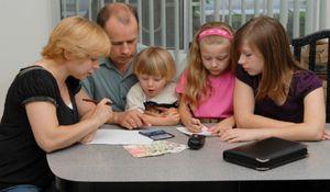 Выплаты на подготовку детей к школе многодетным семьям