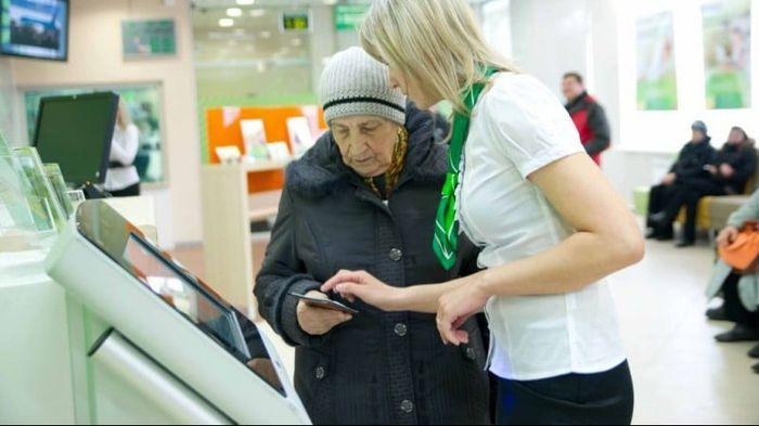 Социальная карта Сбербанка для пенсионеров: плюсы и минусы ее получения, где она действует и как ей пользоваться