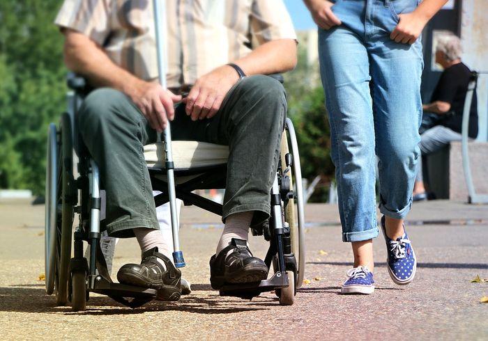 Что включает в себя социальный пакет для инвалидов и пенсионеров