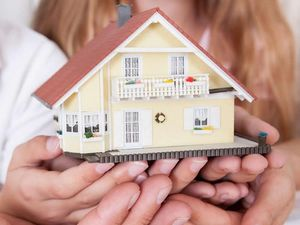 Как продать дом, купленный на материнский капитал