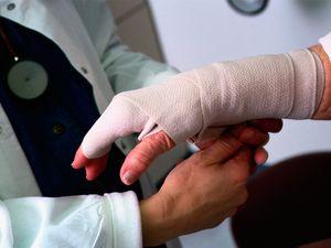 Травма на производстве, что делать работнику