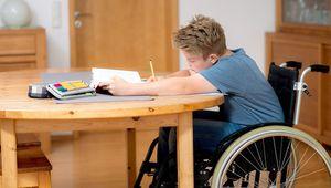 Досрочная пенсия родителям детей-инвалидов в 2017 году: правила выхода и размер выплат
