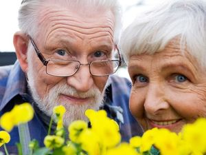 Прибавка к пенсии за детей: размер надбавки, кому она положена и правила ее получения