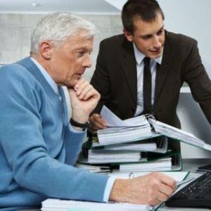 Можно ли уволить пенсионера по инициативе работодателя