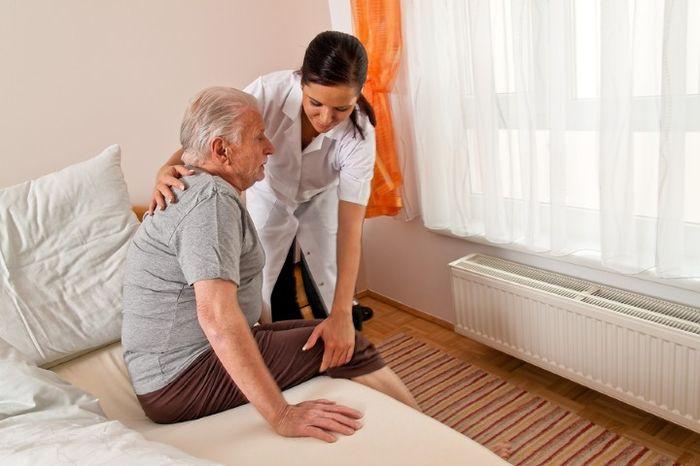 Патронаж над пожилым человеком старше 80 лет