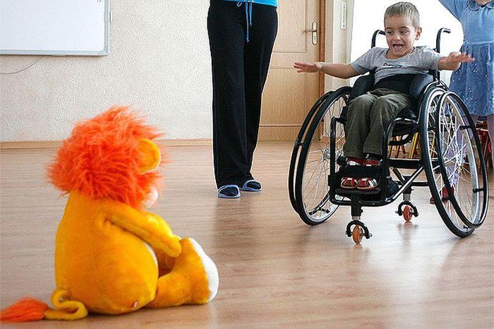 Пособие по уходу за ребенком-инвалидом: размер и правила получения