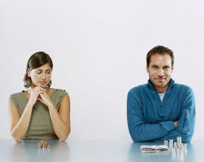 Условия уплаты алиментов женщине в декретном отпуске в браке и после развода