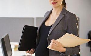 Кто оплачивает декретный отпуск: работодатель или государство