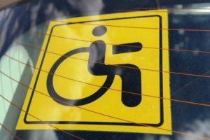 Автомобиль со знаком инвалид